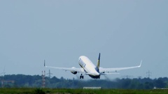 Airline - Take off - Ryan Air - up and away Stock Footage