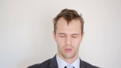 Sleepy disheveled man looking into the camera, yawn Stock Footage