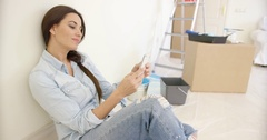 Happy young woman reading a text message Stock Footage