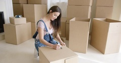 Pretty woman packing up her personal belongings Stock Footage
