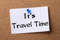 Its Travel time - teared note paper pinned on bulletin board Stock Photos