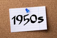 1950s - teared note paper pinned on bulletin board Kuvituskuvat