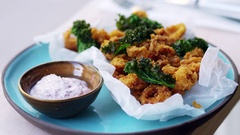 Plate of fried squid, kale and sumac mayo pulls out of focus Stock Footage