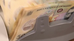 Counting romanian fifty lei bills with counter machine - static camera Stock Footage